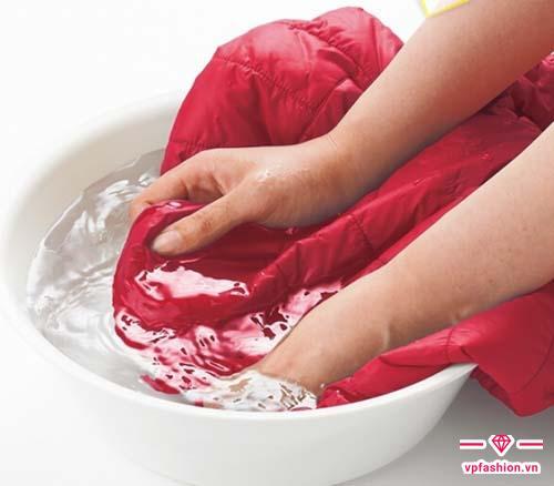 Cách giặt áo khoác gió