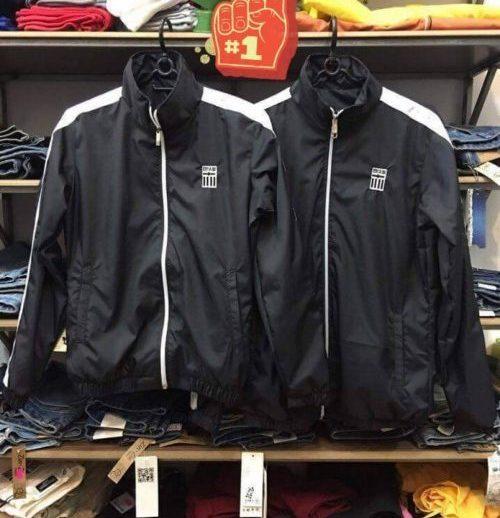 Việt mở cửa hàng chuyên cung cấp áo khoác gió