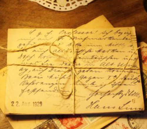 Mai thường xuyên viết thư cho Việt